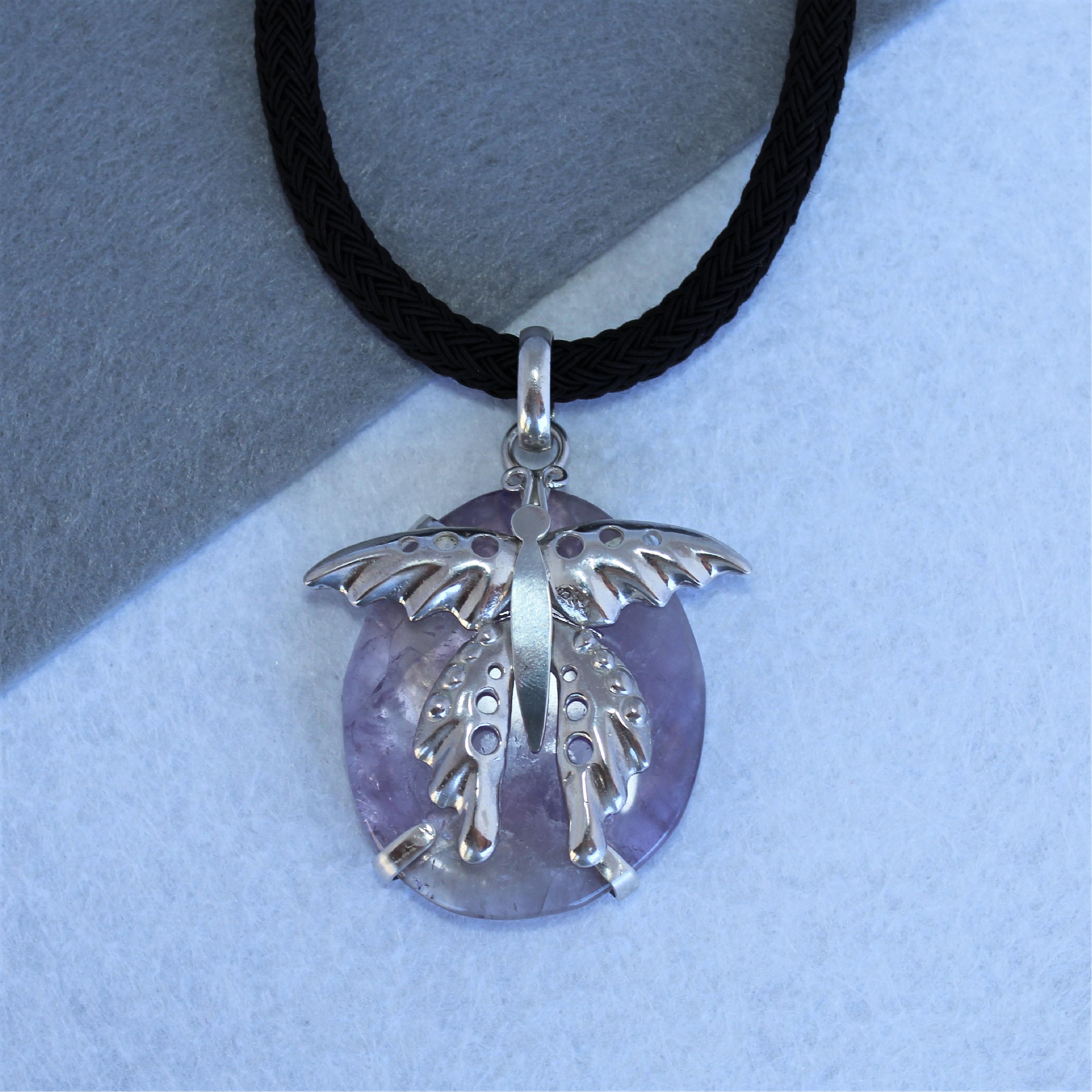 Colgante con mariposa en plata de ley 925 y amatista. Pieza única