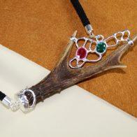 Collar cuerno de corzo, plata de ley 925, rubí y esmeralda
