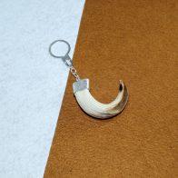 LLavero con amoladera de jabalí montado en plata de ley joyas cinegéticas