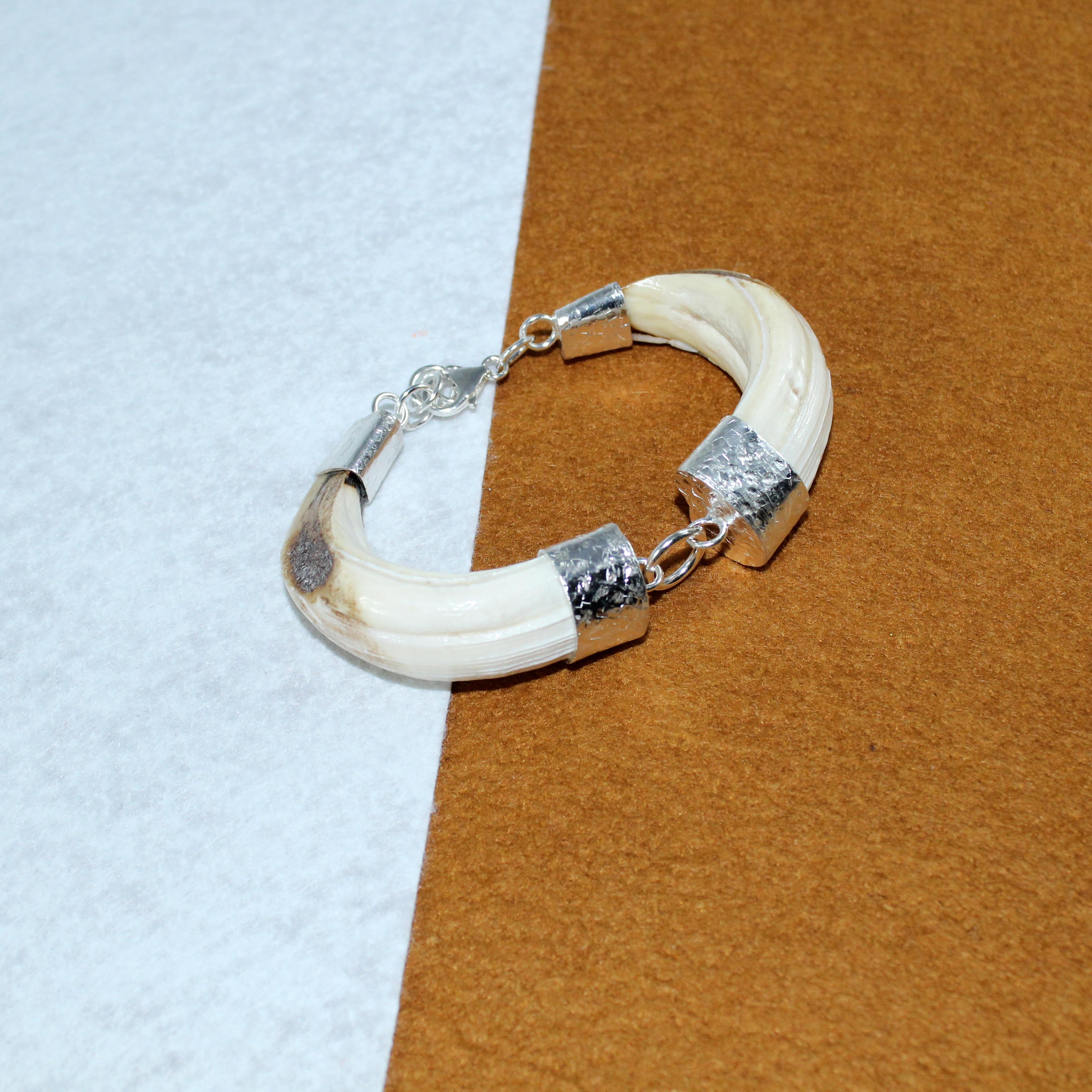 Pulsera en plata 925 con dos amaoladeras de jabalí naturales Quela joyas