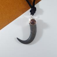 Colgante cuerno de rebeco con piedra ambar y plata 925
