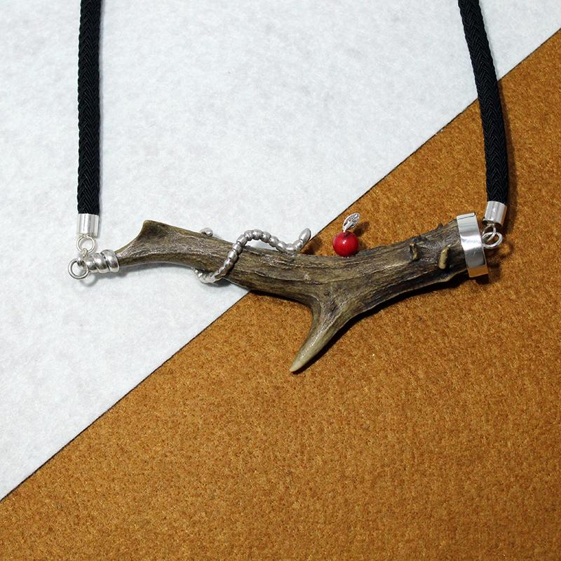 Collar cuerno de corzo, plata 925 y coral