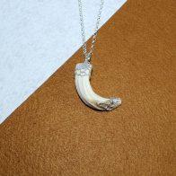 Colgantee amoladera de jabalí montado en plata de ley joyas de caza