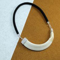 Collar con colmillo natural de jabalí montado en plata de ley joyas de caza