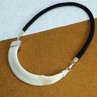 Colmillo natural de jabalí montado en plata de ley, exclusivo Quela joyas