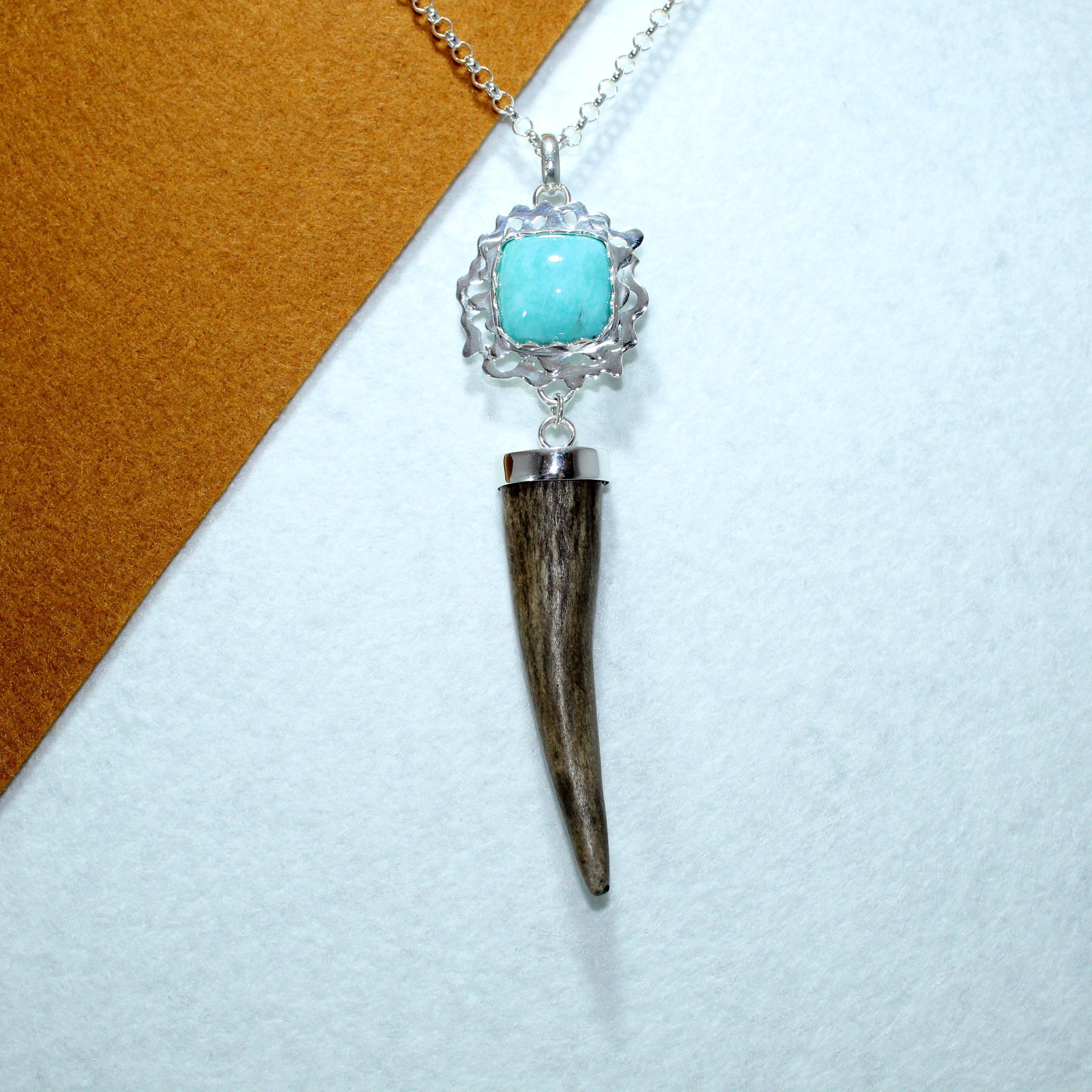 Colgante joya cinegética en plata 925 con turquesa y cuerno de venado (2)