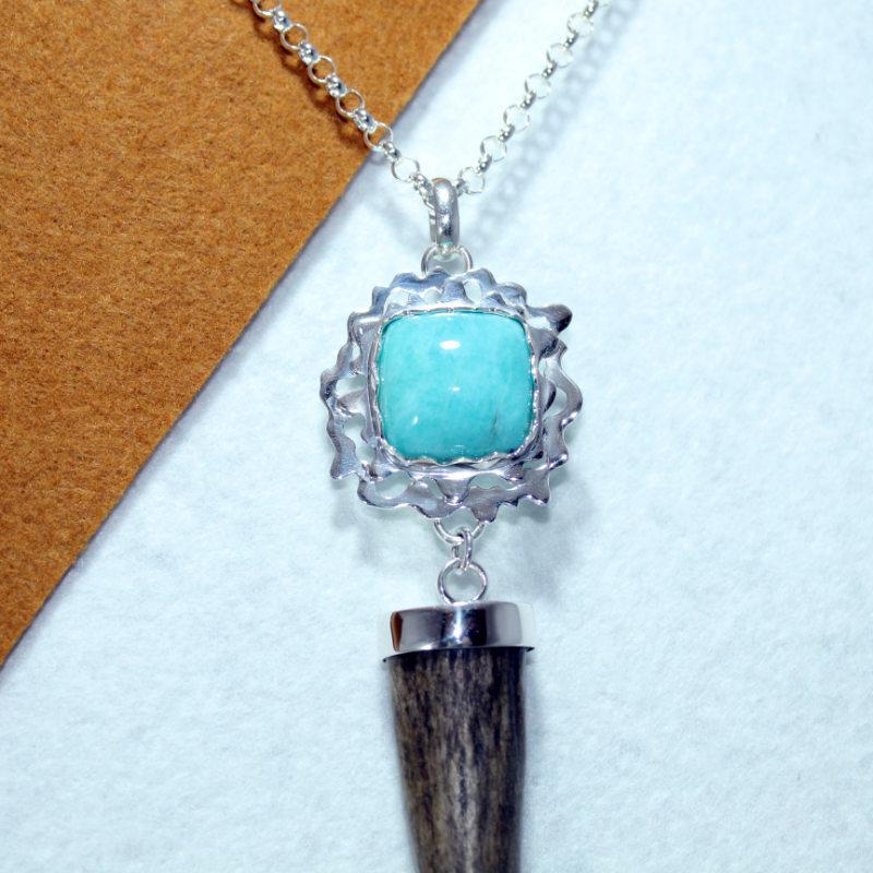 Colgante joya de caza pieza única con turquesa y cuerno de venado (2)